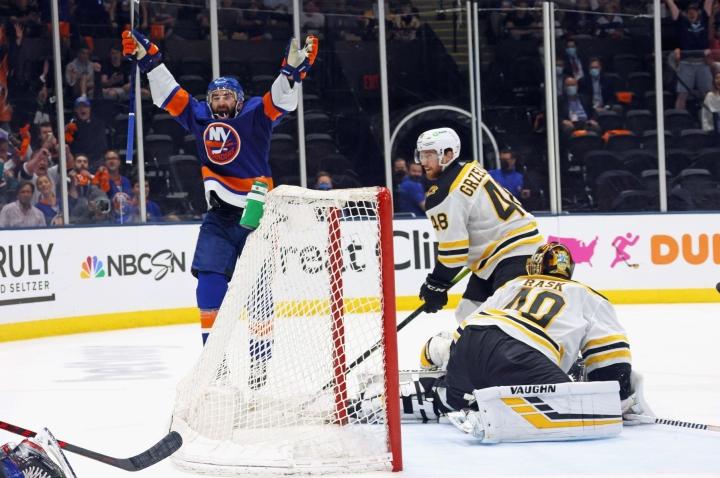 New York Islanders voitti Boston Bruinsin lukemin 6  -2. LEHTIKUVA/AFP