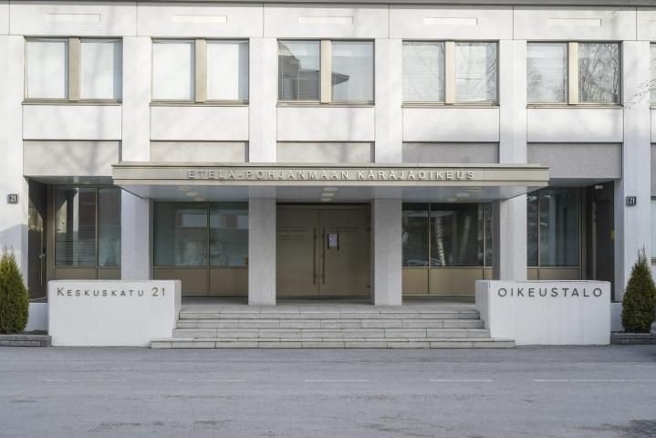 Etelä-Pohjanmaan käräjäoikeuden tuomion mukaan nelikymppinen nainen oli vuokrannut liiketiloja ihmisille, jotka tarjosivat niissä maksullisia seksipalveluja. LEHTIKUVA / TIMO AALTO