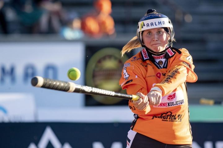 Kirittärien tähti ensimmäisellä jaksolla oli Emma Körkkö, joka löi joukkueelle kahdeksan juoksua. Juoksuista kaksi oli Körkön kunnareita. LEHTIKUVA / TOMMI ANTTONEN