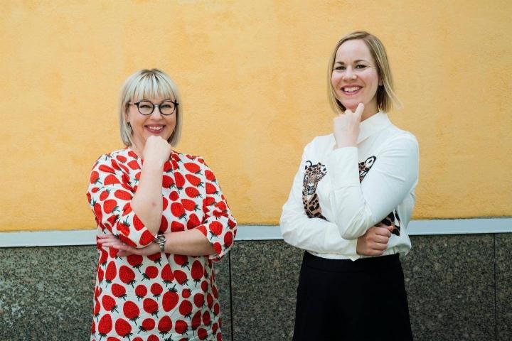 Vasemmistoliiton Aino-Kaisa Pekonen (vas.) on toiminut sosiaali- ja terveysministerinä kaksi vuotta. Hän siirtää ministerisalkun puoluetoveri Hanna Sarkkiselle ensi tiistaina.