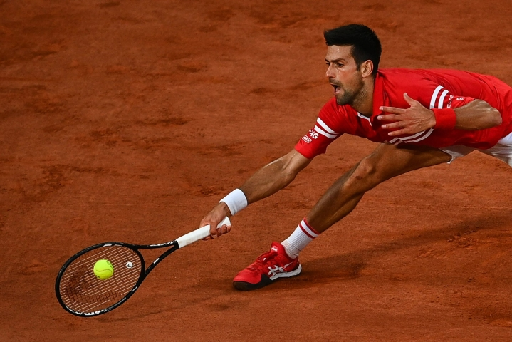 Turnauksen ykkössijoitettu Djokovic (kuvassa) kukisti puolivälieräottelussa yhdeksänneksi sijoitetun Italian Matteo Berrettinin. LEHTIKUVA/AFP