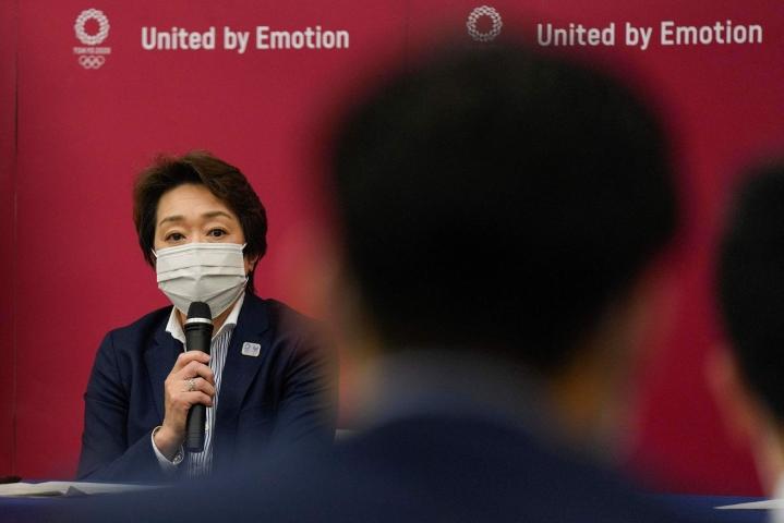 Järjestelytoimikunnan puheenjohtaja Seiko Hashimoto vakuuttaa, ettei kisoja peruta tai siirretä. LEHTIKUVA / AFP