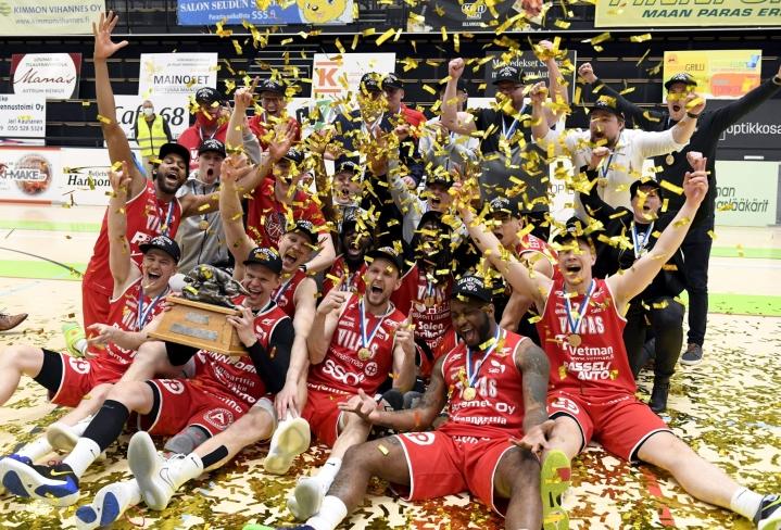 Huhtikuun lopussa koripallon Suomen mestaruustta juhlinut Salon Vilpas on päättänyt osallistua syyskuussa Mestarien liigan karsintoihin. LEHTIKUVA / VESA MOILANEN