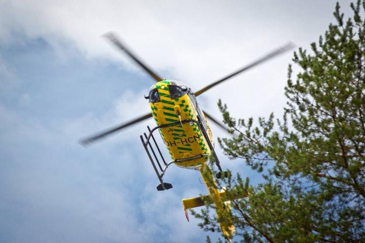Pelastushelikopteri saapui paikalle Juuka-rallissa tapahtuneen onnettomuuden vuoksi. Arkistokuva.