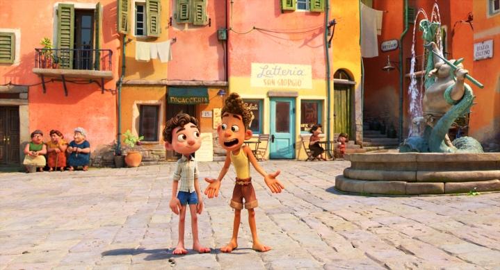 Luca ja Alberto ihastelevat ihmisten maailmaa ja osallistuvat suureen kesäkisaan.