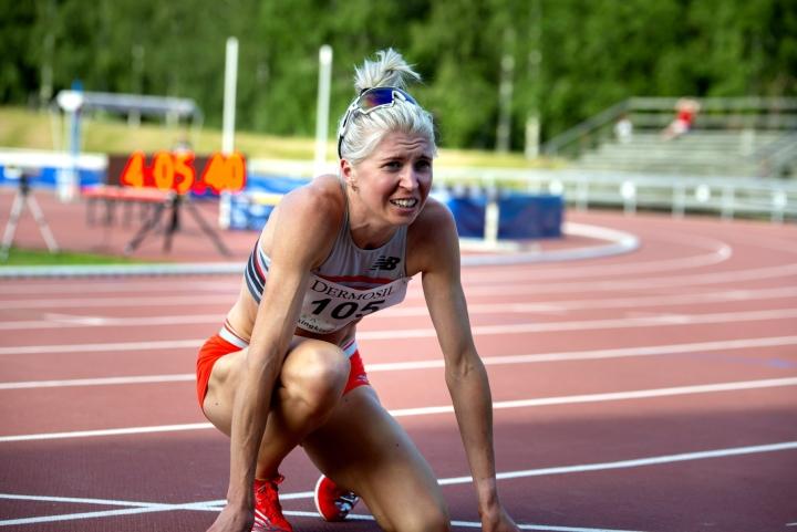 Sara Kuivisto tänään yleisurheilun olympiarankingkilpailuiden toisena päivänä Vaasassa. LEHTIKUVA / KALLE LYDMAN