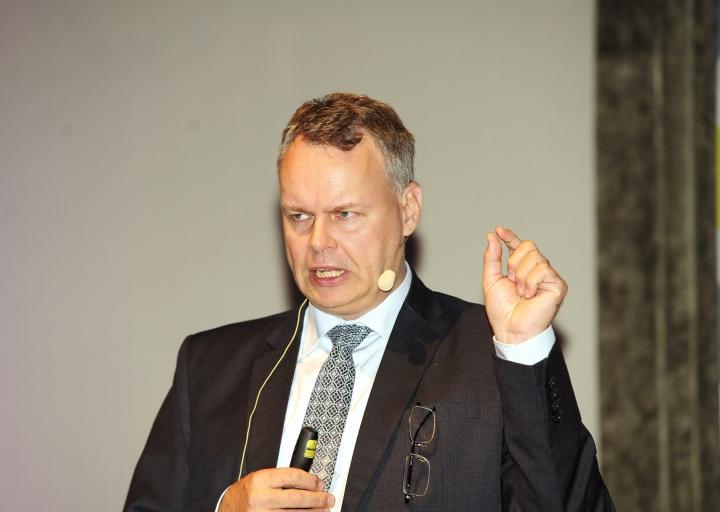 Professori Juho Saaren mukaan Suomi on selvinnyt koronakriisistä huomattavasti paremmin kuin moni yhteiskunta, mutta hän varoittaa tulevien vuosien kehitysnäkymistä. LEHTIKUVA / Mesut Turan