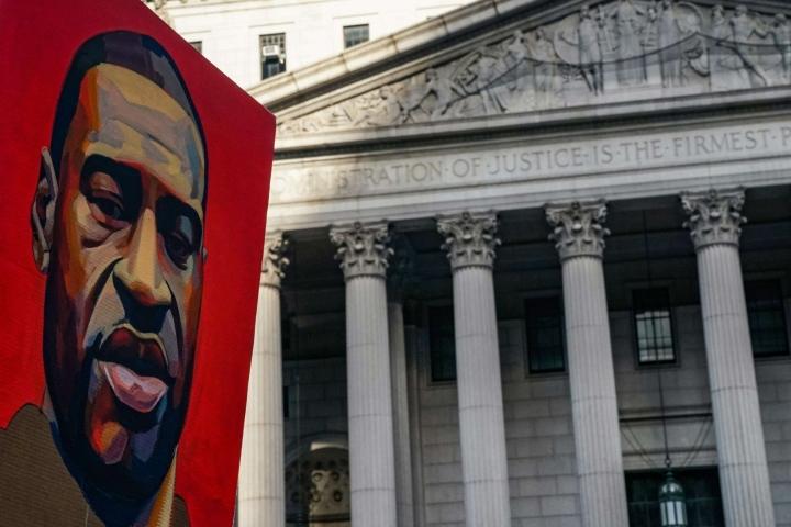 George Floydin kuolema oli sysäys voimakkaalle rasisminvastaiselle Black Lives Matter -liikehdinnälle. Kuva on New Yorkista. LEHTIKUVA / AFP