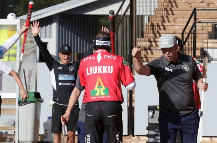 Ville Liukku toimi viime kaudella vielä jossain peleissä lukkarina, kun Jesse Eskelinen oli loukkaantunut. Tämä kauden mies aloitti kakkospelinjohtajana, mutta siviilielämän kiireet pakottivat hänet sivuun tästä tehtävästä.