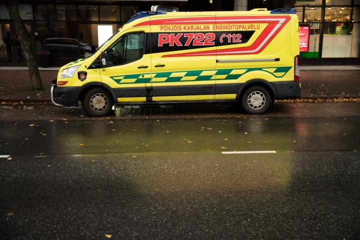 Anja Ovaskaista kuljetettiin useaan kertaan päivystyksessä niin ambulanssilla kuin Kela-taksillakin. Kuvituskuva.