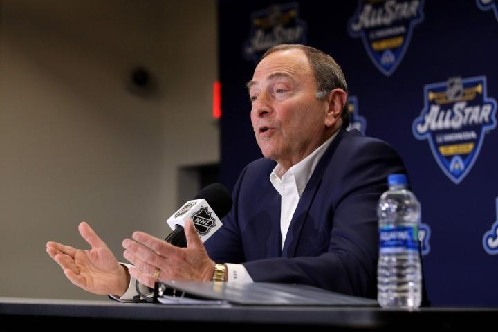 Komissaari Gary Bettmanin mukaan NHL:n osallistuminen ensi helmikuussa järjestettäviin Pekingin talviolympialaisiin on edelleen epävarmaa. LEHTIKUVA/AFP