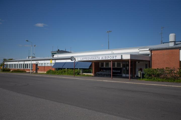Ministeriön myöntämät valtionavustukset eivät ole parantaneet Lappeenrannan, Mikkelin ja Seinäjoen lentoasemien alueellista saavutettavuutta tai alueen elinkeinoelämän kansainvälistä kilpailukykyä. Kuvassa Lappeenrannan lentoasema. LEHTIKUVA/ Lauri Heino