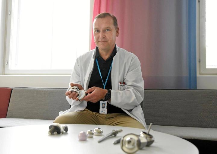 Kuopion yliopistollisen sairaalan asiantuntijalääkärin Jukka Huopion mukaan tekonivelten laatu on parantunut vauhdilla. Uusintaleikkauksia tarvitaan harvoin.