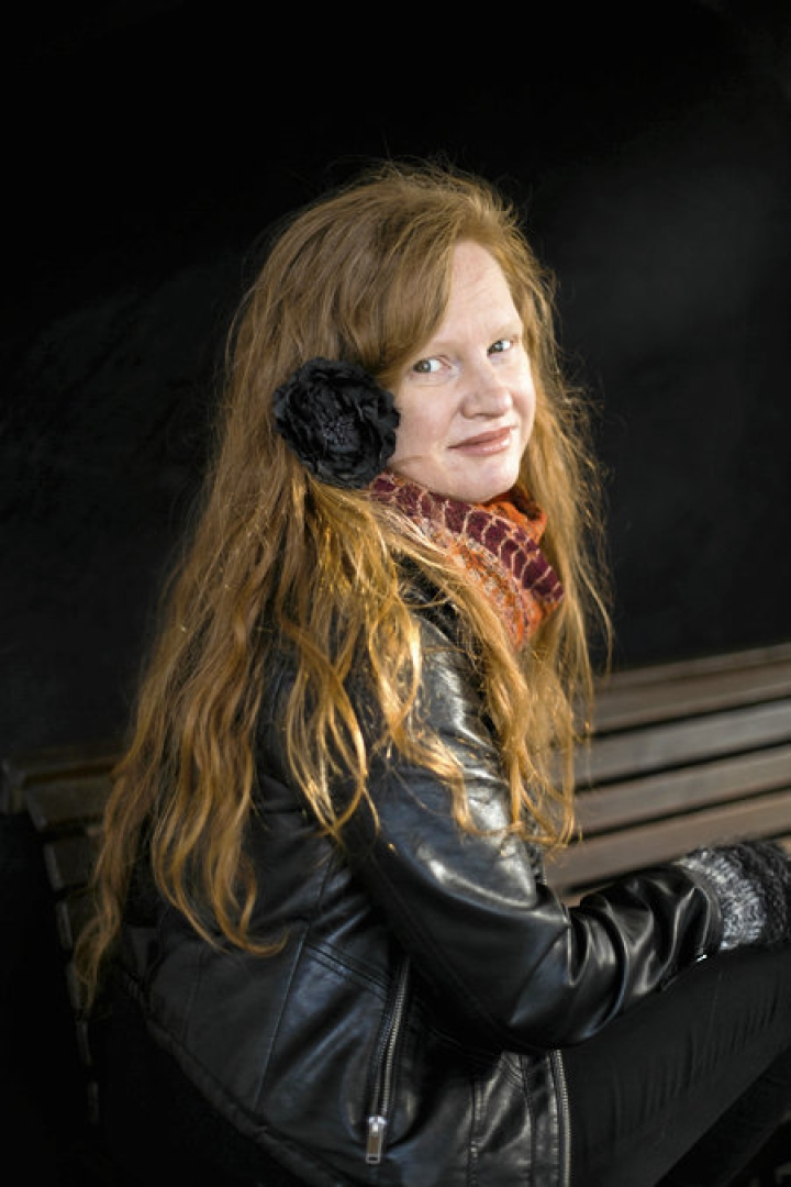 Anna Maria Mäki julkaisi ensimmäisen romaaninsa.