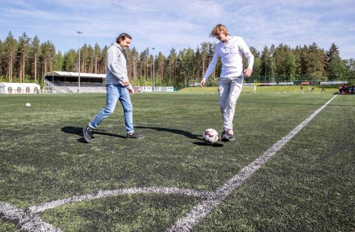 Olli Tykkyläinen (vas.) muistetaan Josban menestysvuosilta. Nuutti Tykkyläinen on pelannut Jipossa erinomaisen alkukauden.