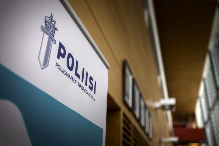 Poliisiopiskelijoita lähennelleen Poliisiammattikorkeakoulun opettajan tuomio lieveni hovioikeudessa. LEHTIKUVA / ALEKSI TUOMOLA