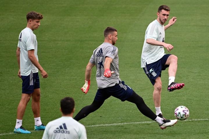 Espanjan joukkue harjoituksissa Madridissa 3. kesäkuuta, vasemmalla Marcos Llorente. LEHTIKUVA / AFP