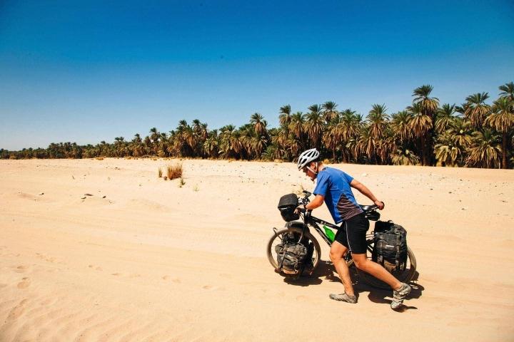 Pohjois-Sudanin Nubiassa Jukka Salmista ihastutti paikallisten vieraanvaraisuus. Aavikkoreitti vaati myös ponnisteluja.