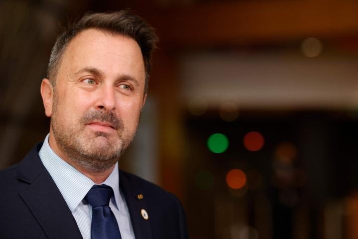 Luxemburgin pääministeri Xavier Bettelin kerrotaan potevan kuumetta ja päänsärkyä, mutta hän aikoo jatkaa työntekoa kotoa käsin. Lehtikuva/AFP