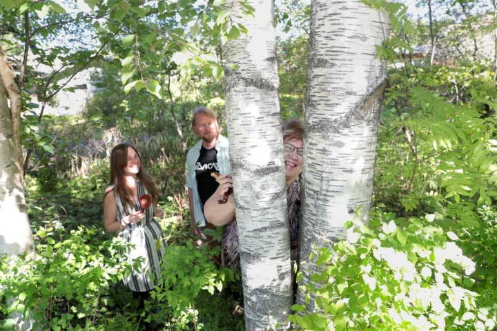 Nyyrikkiläisistä Marta Cortina-Escribano, Henri Vanhanen ja Seija Repo asuvat Joensuussa. He kaikki työskentelevät Luonnonvarakeskuksessa.