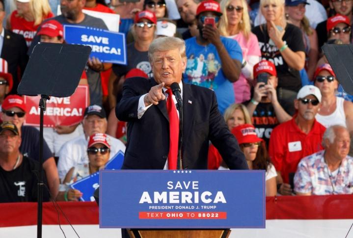Esiintymisen toistuva viesti oli, että demokraatteja edustava nykypresidentti Joe Biden on katastrofi. Lehtikuva/AFP