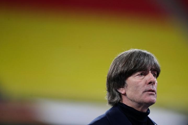 Saksa kohtaa ensi tiistaina Englannin. Kuvassa päävalmentaja Joachim Löw. LEHTIKUVA/AFP
