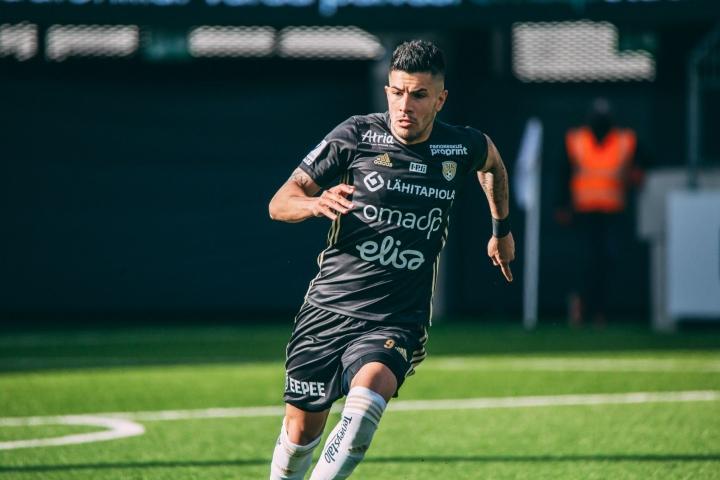 SJK tiedotti torstaina purkaneensa sopimuksen argentiinalaispelaaja Emmanuel Ledesman kanssa. Lehtikuva / Mika Alavesa