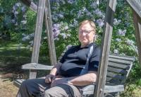 Eturauhassyövästä parantuneen joensuulaisen imitaattorin Seppo Hämäläisen paras 70-vuotislahja on terveen paperit - naisia hän kuitenkin yhä vähän pelkää