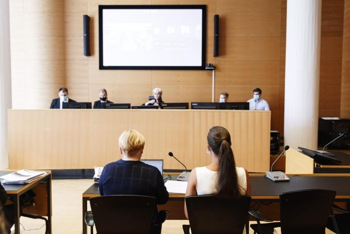 Ensimmäisessä Katiska-jutussa törkeästä rahanpesusta tuomittu Niko Ranta-ahon sukulaisnainen (oikealla) on syytetty myös Katiskan 2 -jutussa. LEHTIKUVA / RONI REKOMAA