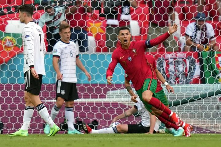 Italian liigan maalipörssin 29 osumalla voittanut Portugalin Cristiano Ronaldo on myös EM-kisojen maalipörssin jaetussa kärjessä alkulohkon kolmella osumalla. LEHTIKUVA / AFP