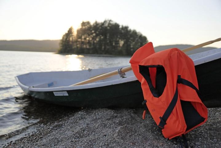 Pelastuslaitos muistuttaa, että pelastusliivit pelastavat vain silloin, jos ne on puettu päälle. Lehtikuva / Ismo Pekkarinen