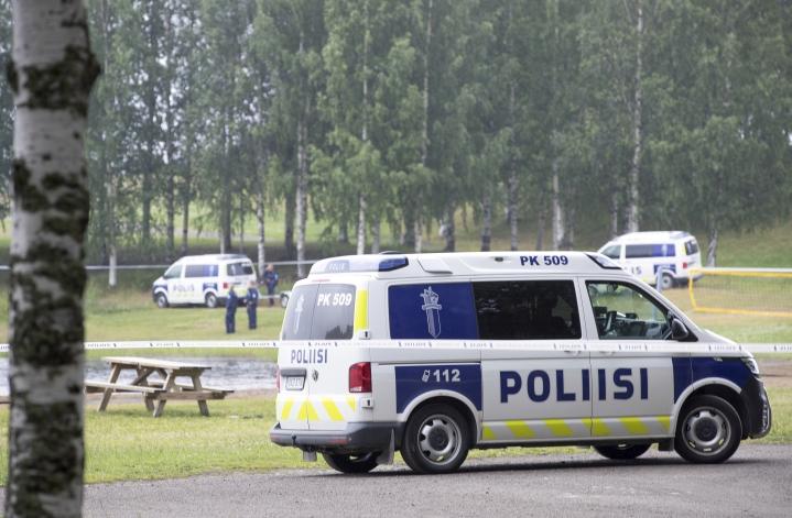 Poliisi etsi hukkunutta poikaa torstaina Linnunlahdella.