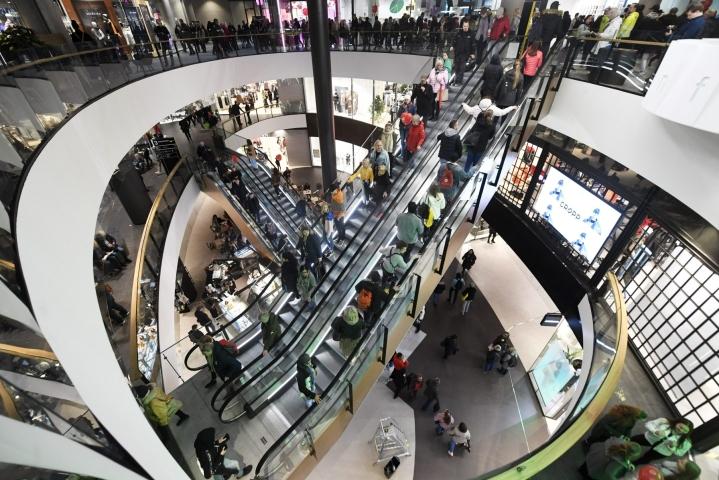Suomessa talous supistui 2,7 prosenttia vuonna 2020. LEHTIKUVA / VESA MOILANEN