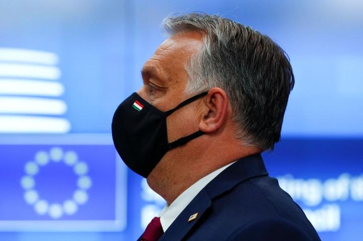 """Unkarissa pääministeri Viktor Orbanin puolue esittää lakimuutoksia, jotka tähtäävät muun muassa homoseksuaalisuuden """"mainostamisen"""" kieltämiseen. LEHTIKUVA / AFP"""