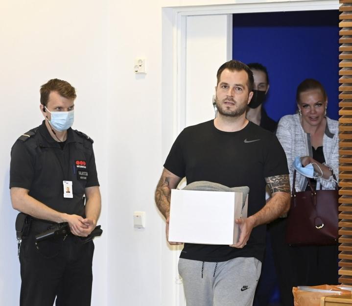Tiistaina oikeudessa Ranta-aho myönsi järjestäneensä yli 70000:n huumausaineeksi luokiteltavan lääketabletin lähettämisen Slovakiasta Suomeen. Lehtikuva / Heikki Saukkomaa