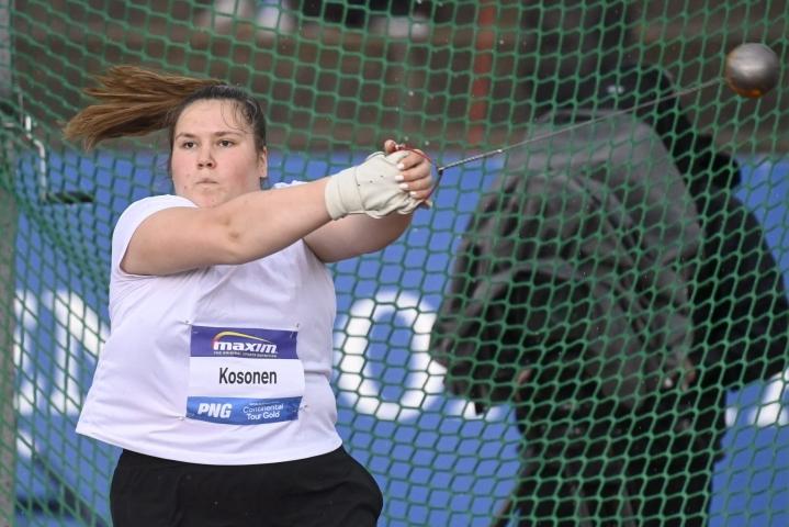 Silja Kosonen paransi maaliskuussa heittämäänsä ennätystä 99 senttimetriä. LEHTIKUVA / Vesa Moilanen