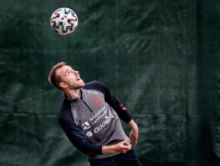 Tanskan keskikenttätähti Christian Eriksen odottaa innoissaan pelaamista Kööpenhaminan Parkenin stadionilla. LEHTIKUVA/AFP