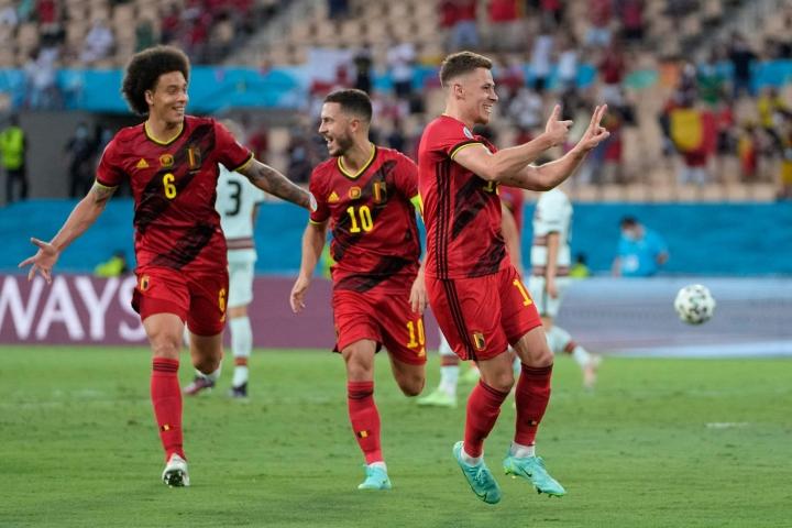 Belgian Thorgan Hazard juhlii Portugalia vastaan laukomaansa maalia. LEHTIKUVA/AFP