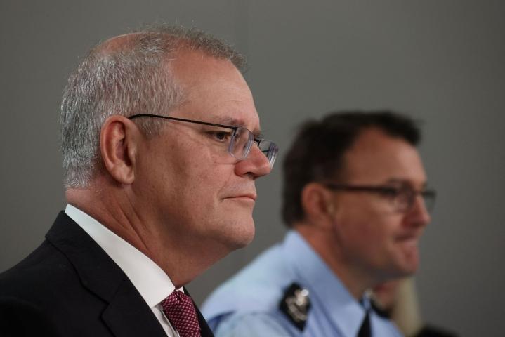 Australiassa tehtiin viime yönä luvilla satoja etsintöjä. Australian pääministeri Scott Morrison julkisti asian lehdistötilaisuudessa maanantaina. LEHTIKUVA / AFP