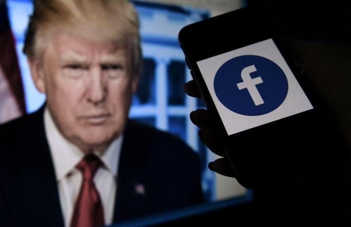 Ex-presidentti Donald Trumpilta estettiin pääsy keskeisiin sosiaalisen median palveluihin sen jälkeen, kun hänen kannattajansa hyökkäsivät Yhdysvaltain kongressitaloon loppiaisena. LEHTIKUVA / AFP