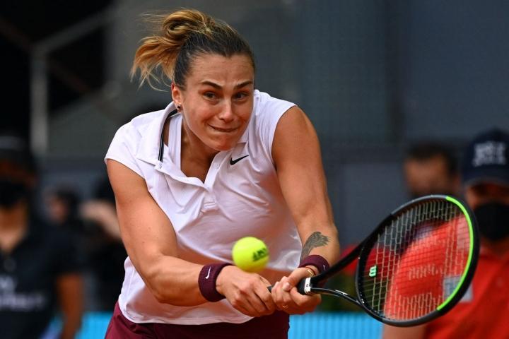 Naisten kaksinpelin ykkössijoitettu Ashleigh Barty jätti kesken tenniksen Ranskan avoimen mestaruusturnauksen. LEHTIKUVA/AFP
