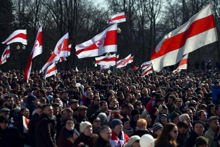 Valko-Venäjällä tuhansia opposition aktivisteja ja mielenosoittajia on pidätetty viime vuonna alkaneiden hallituksen vastaisten mielenosoitusten jälkeen. LEHTIKUVA / AFP