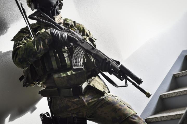 Uusi laki sisältäisi nykyistä täsmällisemmät säännökset Puolustusvoimien virka-avun poliisille antamisen edellytyksistä. LEHTIKUVA / EMMI KORHONEN