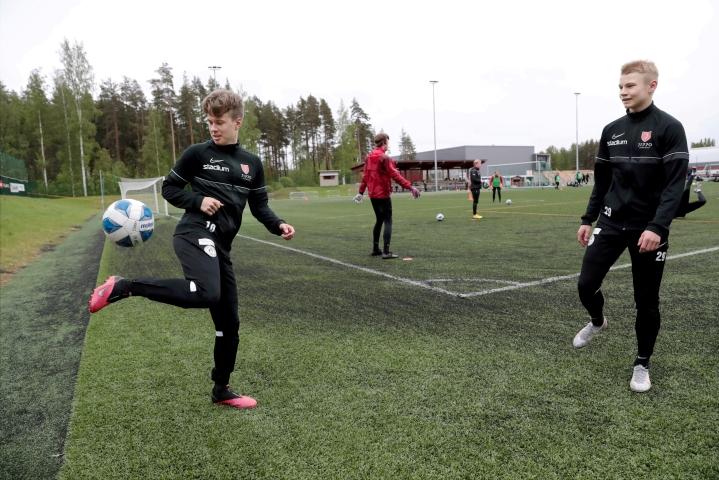 Kuvassa Jipon joukkueesta Veeti Piiparinen ja Niko Hukka.