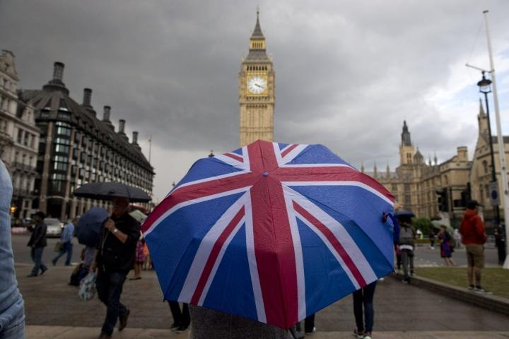 Britanniassa asuvien EU-maiden kansalaisten pitää hakea oleskelulupaa viimeistään tänään. LEHTIKUVA/AFP