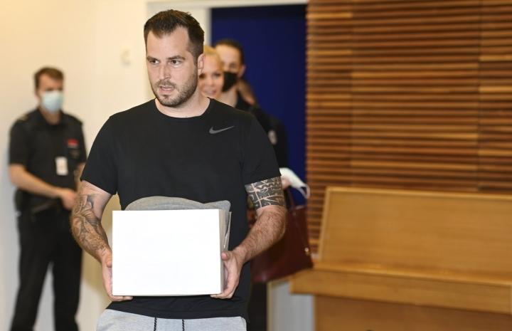 Syytetty Niko Ranta-aho Katiska 2- huumejutun pääkäsittelyssä Helsingin käräjäoikeudessa 1. kesäkuuta. LEHTIKUVA / HEIKKI SAUKKOMAA