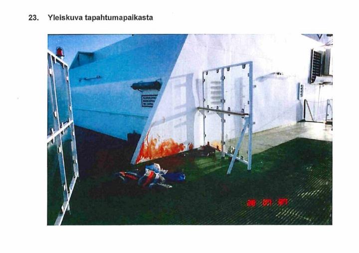 Kuvassa hyökkäyksessä menehtyneen miehen makuupussi Viking Sally -aluksen kannella 28.7.1987. LEHTIKUVA / HANDOUT / POLIISI - ESITUTKINTAMATERIAALI