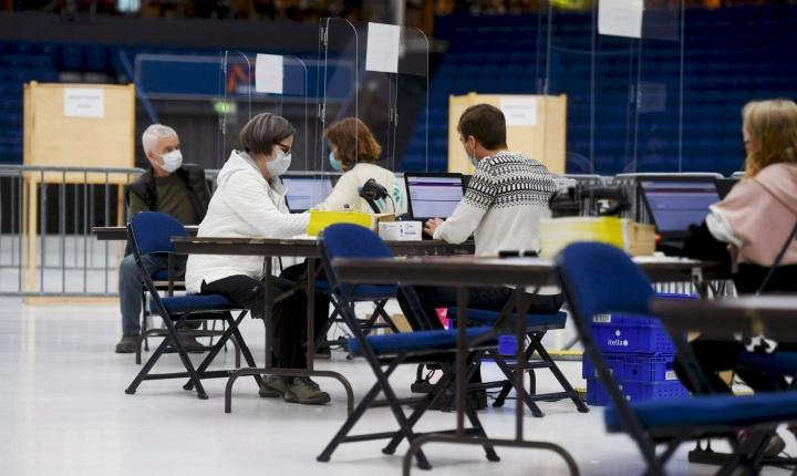 Torstaina kuntavaalien ennakkoääniä annettiin noin 99000, mikä on samaa luokkaa kuin tämän viikon aiempina päivinä. LEHTIKUVA / Silja-Riikka Seppälä