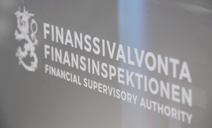 Finanssivalvonta alentaa muiden kuin ensiasunnon hankintaa varten otettujen luottojen lainakattoa viidellä prosenttiyksiköllä koronapandemiaa edeltäneelle tasolle 85 prosenttiin. LEHTIKUVA / Heikki Saukkomaa
