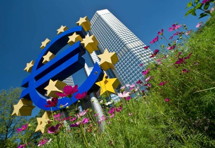 Kuluttajahintojen nousu euroalueella hidastui kesäkuussa 1,9 prosenttiin toukokuun 2,0 prosentista, kertoo EU:n tilastovirasto Eurostat. LEHTIKUVA/AFP